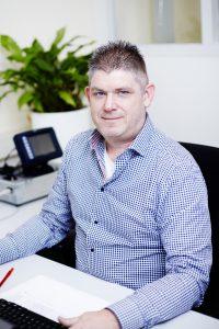 John Peters, Support medewerker